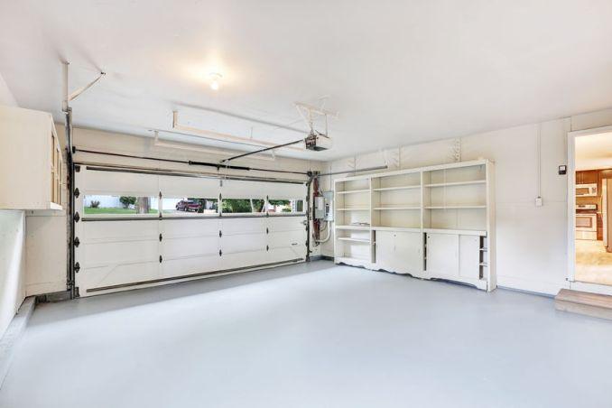 5 Reasons to Replace Your Garage Door