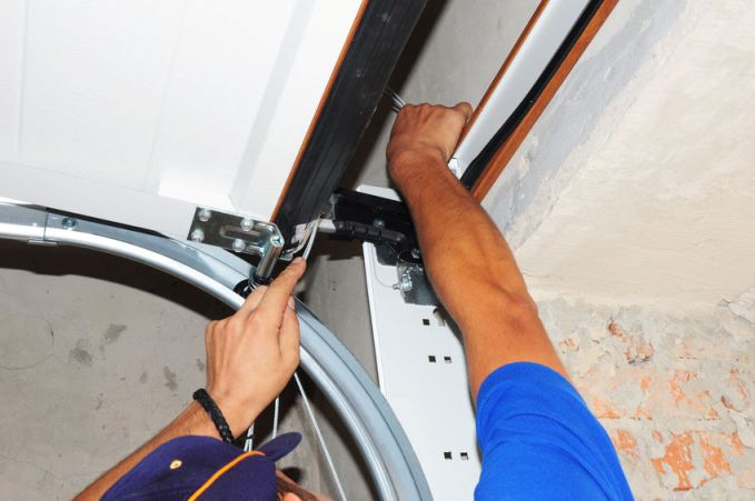 Three Things That Cause a Noisy Garage Door