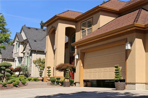 4 Reasons Your Garage Door is Not Opening or Closing All The Way