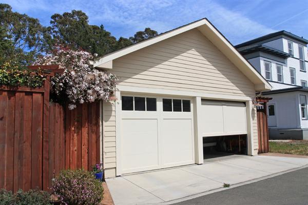 How to Keep Your Garage Door From Jamming