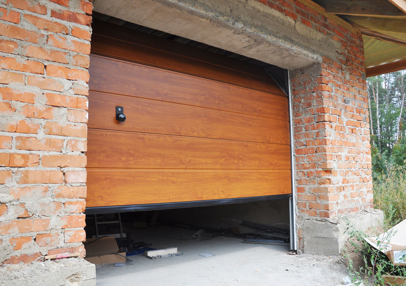 Cold Weather and Your Garage Door: 3 Common Problems